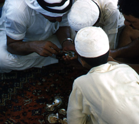 Boys examine pearls with the Emir