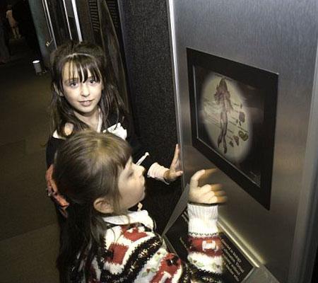 Kids discover underwater creatures