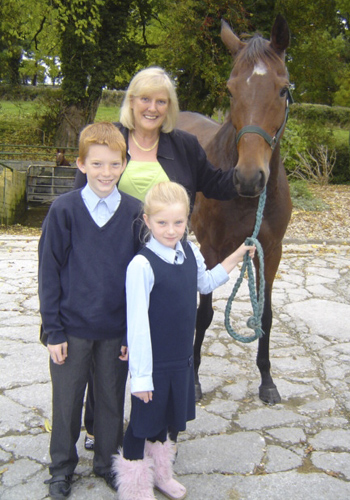 Patricia Noland and Grandkids with Racehorse