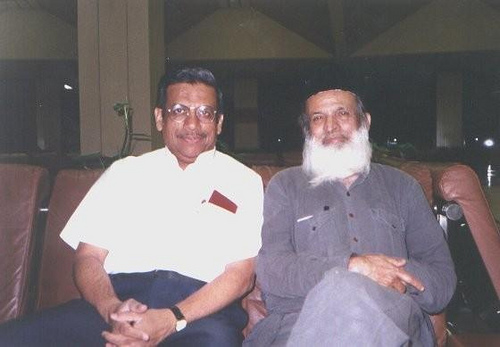 Engr IA Khan with Edhi Sahib at Karachi Airport